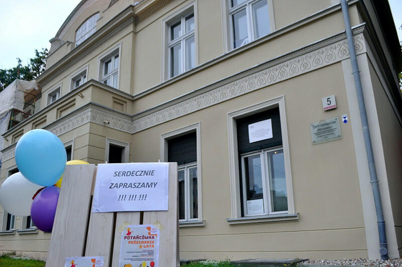 Potańcówka dla Seniorów u Uphagena i I Pchli Targ z mnóstwem atrakcji - to propozycja Domu Sąsiedzkiego w Pałacu na sobotę