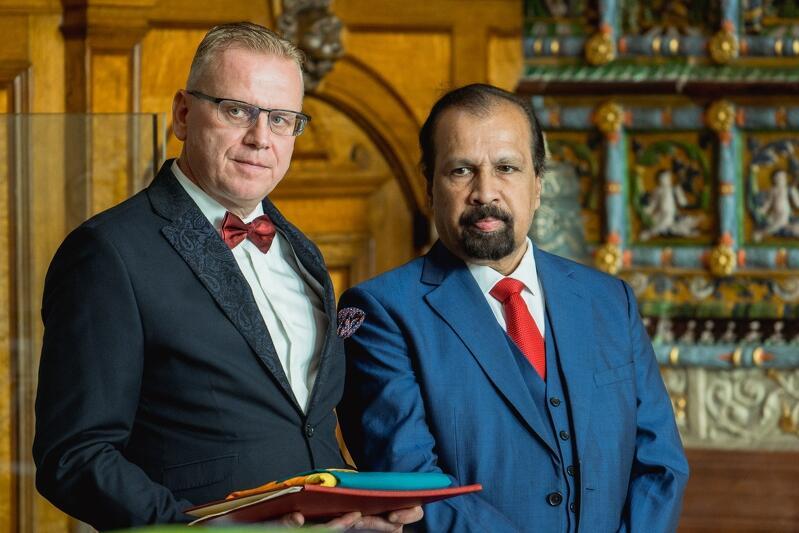 Konsul honorowy Jacek Czauderna i ambasador Demokratyczno-Socjalistycznej Republiki Sri Lanki - JE Chandrasekara Atapattu Herath Mudiyanselage Wijeratne