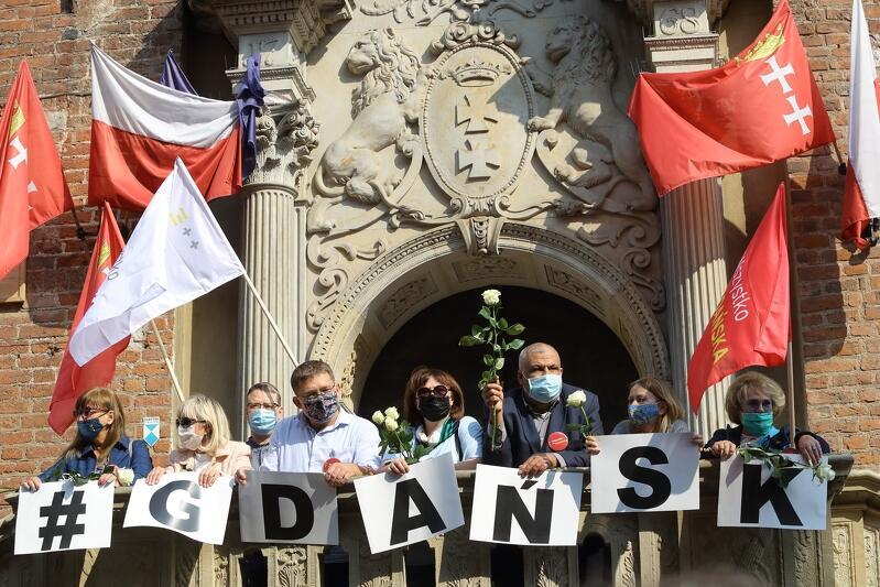 Gdańsk dla Wszystkich - wspólnie przeciw wykluczeniom wiec zorganizowany przez Wszystko dla Gdańska zgromadził około 150 osób. Tyle, ile mogło zgromadzić się zgodnie z obostrzeniami związanymi z epidemią