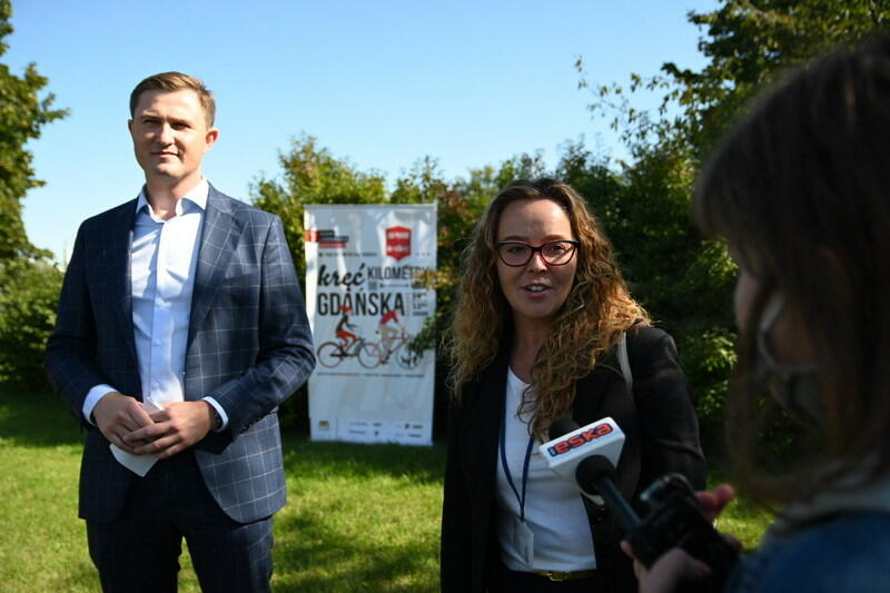 Piotr Grzelak, zastępca prezydenta Gdańska ds. zrównoważonego rozwoju oraz Lucyna Tomczak - koordynatorka kampanii z ramienia Referatu Mobilności Aktywnej