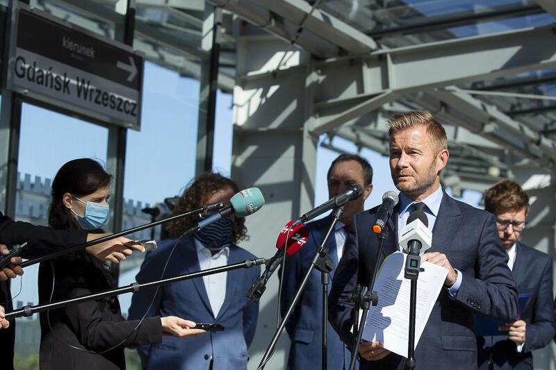 Dzięki tej ustawie ponad 200 mln zł zostanie w metropolii - informował senator Ryszard Świlski