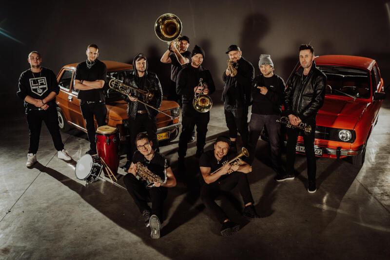 DownTown Brass to połączenie nowoczesności itradycji, inspirowane zespołami ulicznymi