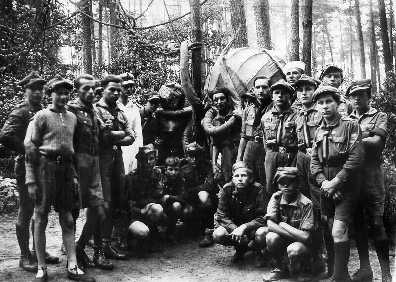 Reprezentanci Chorągwi Pomorskiej ZHP podczas Zlotu w Spale, 1935 r.