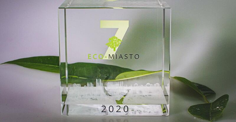 Przejrzysta statuetka nagrody Eco-Miasto