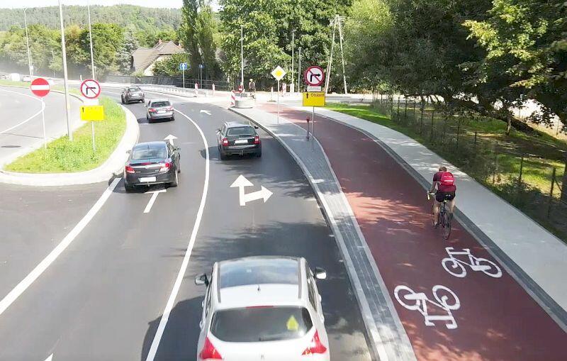 Wzdłuż ulicy Potokowej nowa droga rowerowa zastąpiła starą i wysłużoną