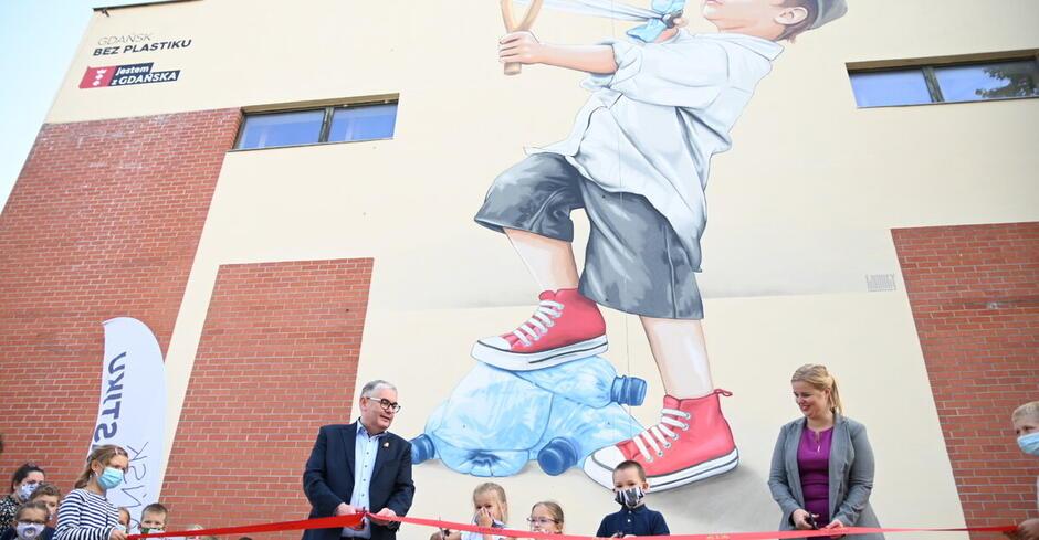Odsłonięcie muralu przy SP nr 27 w Gdańsku. Gdańsk bez plastiku, fot. D. Paszliński