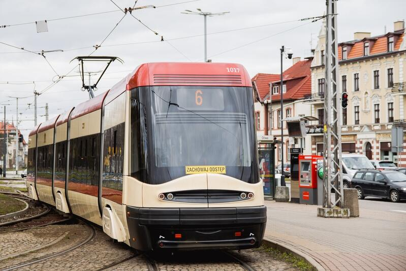 Ze względu na prace torowe w Oliwie m.in. skrócone zostaną trasy niektórych linii tramwajowych. Na zdjęciu tramwaj linii nr 6 na przystanku na pętli w Oliwie