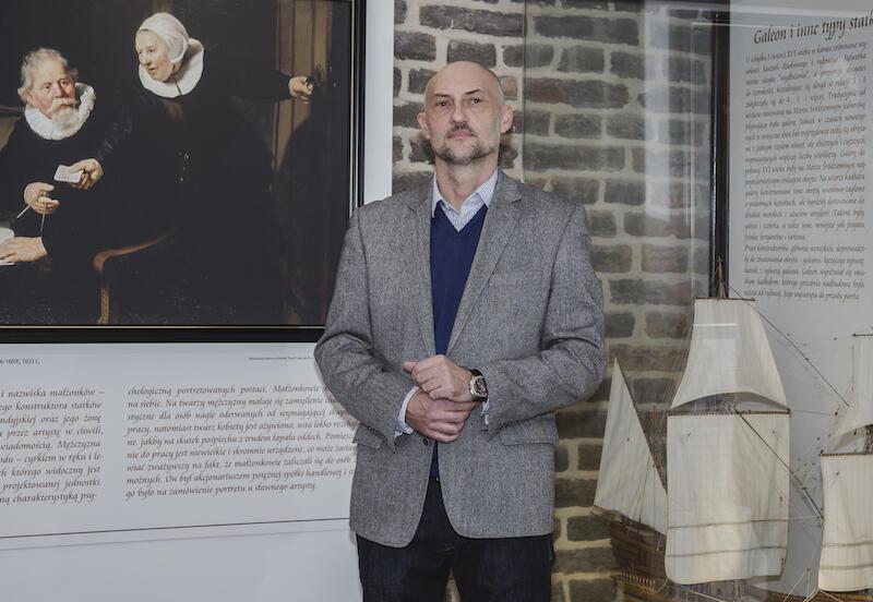 Dr Robert Domżał jest związany z Narodowym Muzeum Morskim w Gdańsku od 1996 roku. Od stycznia 2019 roku pełni funkcję dyrektora tej instytucji