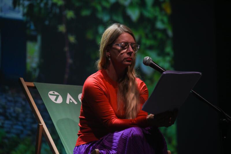 W jednej z głównych ról wystąpiła Marta Kalmus-Jankowska, popularna aktorka teatralno-telewizyjna