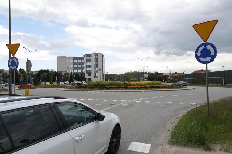 Rondo, przy którym odbędzie się niedzielna uroczystość, znajduje się w ciągu ul. Słowackiego, w dzielnicy Matarnia