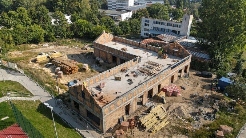 Trwa budowa nowego budynku warsztatowego przy Zespole Szkół Architektury Krajobrazu iHandlowo - Usługowych