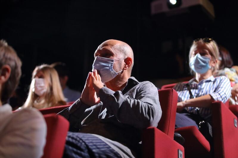 Maseczki podczas kinowych seansów czy teatralnych spektakli to już standard. Ale nowością jest tylko 25 procent osób na sali