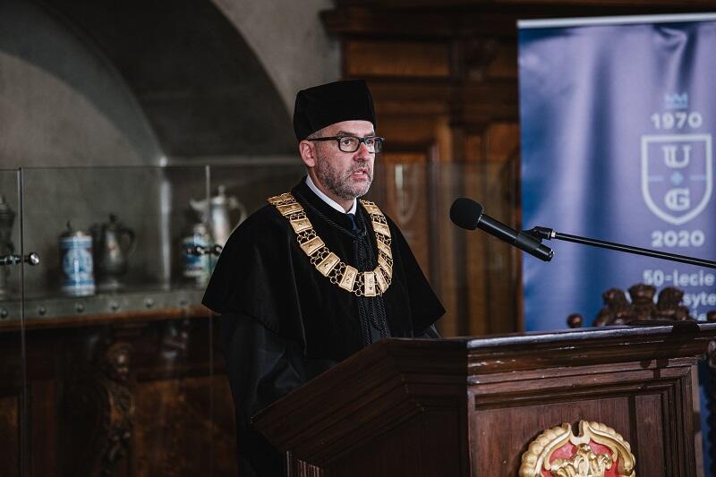 Prof. Piotr Stepnowski, promotor doktoratów honoris causa