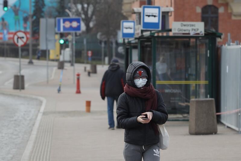 Większość pasażerów komunikacji miejskiej przestrzega zasad bezpieczeństwa, w tym prawidłowego noszenia maseczki ochronnej. Zdarzają się jednak wyjątki