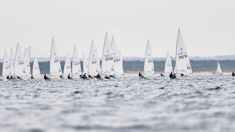 W regatach na Zatoce Gdańskiej udział bierze około 300 zawodniczek i zawodników z kilkudziesięciu krajów