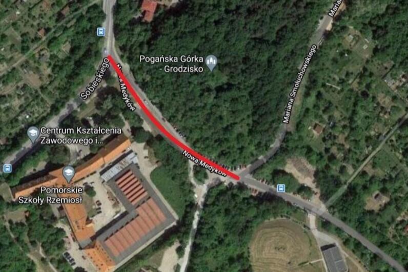 Mapa z widokiem rejonu ulic Smoluchowskiego i Sobieskiego - czerwoną linią zaznaczono ul. Nową Medyków, gdzie wybudowany będzie nowy odcinek chodnika