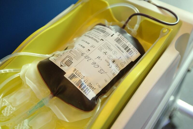 Zdjęcie ilustracyjne - krew pobrana podczas jednej z akcji w Gdańsku. Osocze pobiera się metodą plazmaferezy. Jeśli z jakiegoś powodu nie można go pobrać w taki sposób, uzyskuje się je z pobranej krwi pełnej