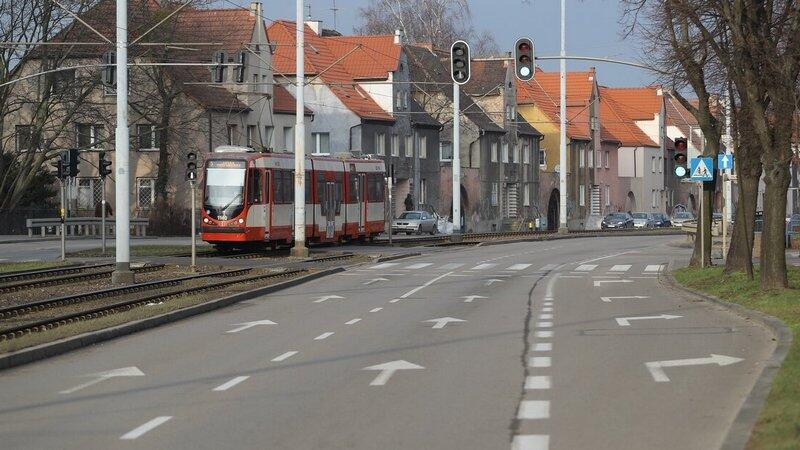 Na dziewięciu skrzyżowaniach będzie bezpieczniej dla pieszych oraz kierowców, na zmianach zyskają też pasażerowie komunikacji miejskiej