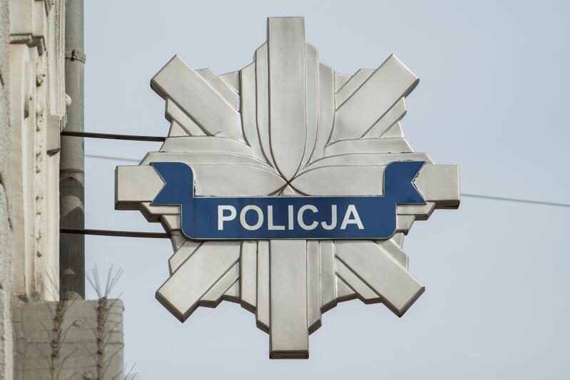 Policja przypomina o tym, że osoby przebywające na kwarantannie powinny zainstalować specjalną aplikację