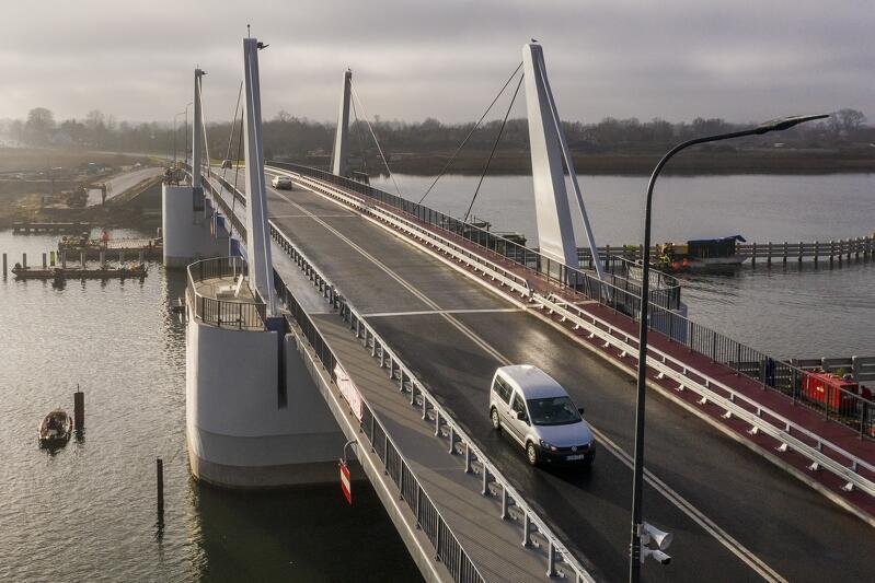 W nocy z czwartku na piątek (15 -16 października) most w Sobieszewie zostanie zamknięty. Obiekt wyłączony zostanie z ruchu w godz. 21.00 - 5.00