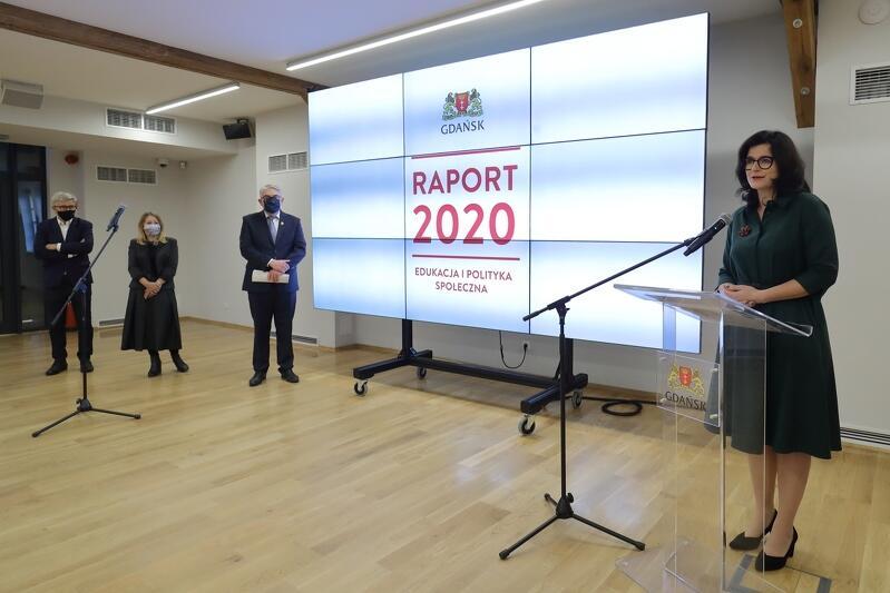 Podczas konferencji prasowej w czwartek, 15 października, w Hevelianum, prezydent Aleksandra Dulkiewicz podsumowała dwa lata działalności oraz przedstawiła plany na kolejne lata w obszarze edukacji i polityki społecznej w Gdańsku
