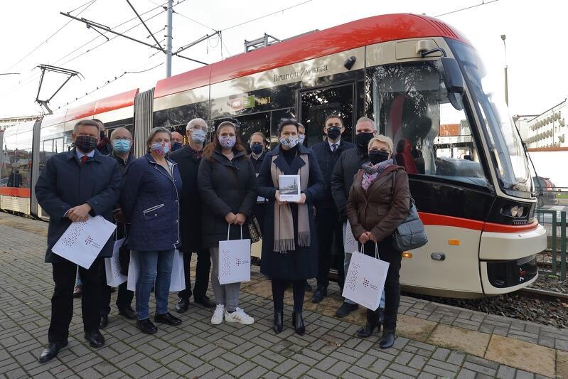 Uroczystość nadania imienia Brunona Zwarry gdańskiemu tramwajowi