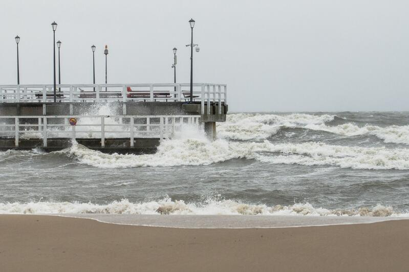 Silny wiatr i intensywne opady deszczu spowodowały w ostatnich dniach konieczność zamknięcia mola w Brzeźnie