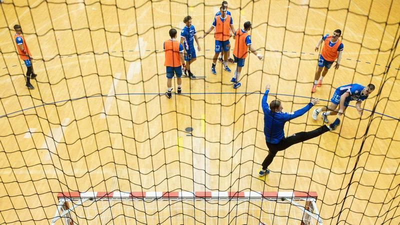 Piłkarze ręczni Torus Wybrzeże musieli zakończyć przygotowania do meczu z Chrobrym Głogów. Wszyscy trafili na kwarantannę