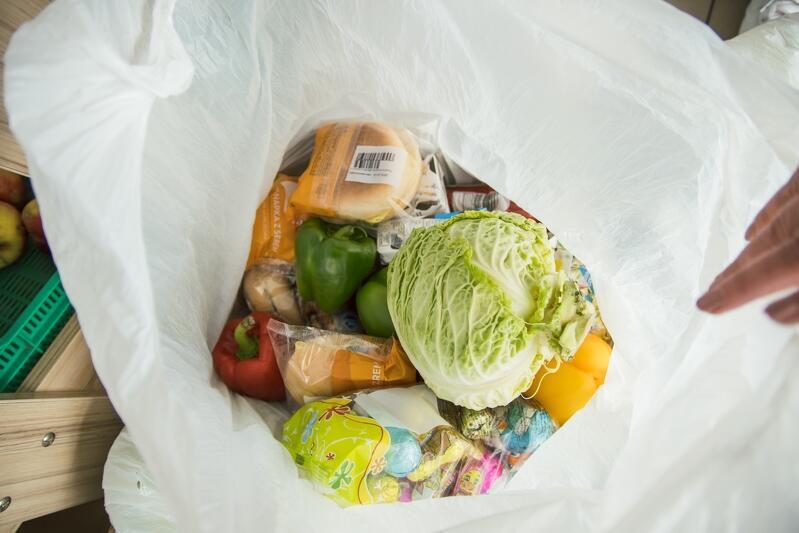 Paczki żywnościowe trafiają do rodzin w kwarantannie, seniorów, osób niepełnosprawnych i tych, które nagle straciły pracę