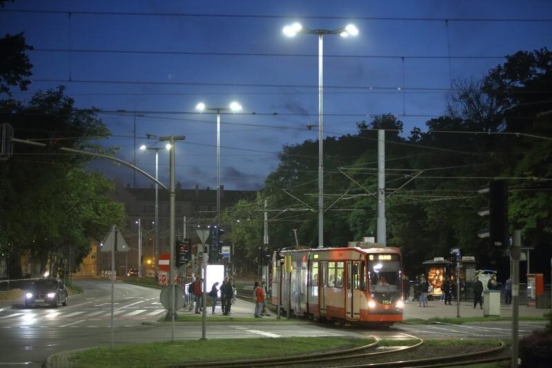 Nowe oświetlenie LED funkcjonuje już od 2017 r. m.in. przy Hucisku