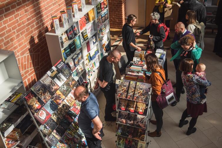 Dwie edycje Gdańskich Targów Książki odbywał się we wnętrzach Filharmonii Bałtyckiej. W tym roku miały dobyć się na terenie targów Amber Expo. Zobaczymy się jednak za rok