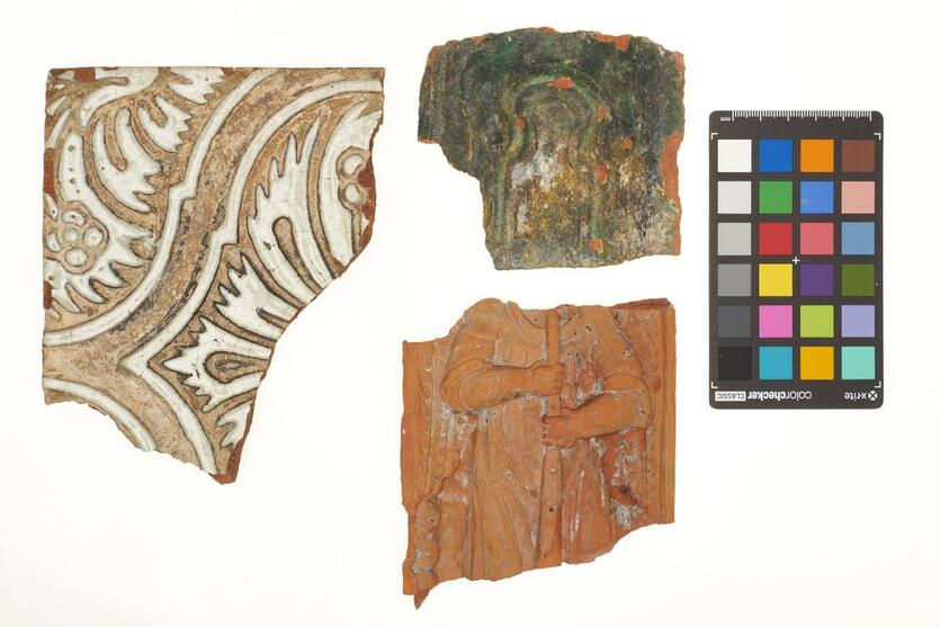 Większość odkrytych w Wielkiej Alei Lipowej przedmiotów zachowała się w formie szczątkowej