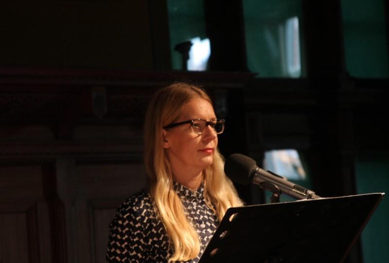Krakowską tradycję Salonu poetyckiego przeniosła do Gdańska aktorka Marta Kalmus-Jankowska. Opiekuje się tym wydarzeniem od 18 lat