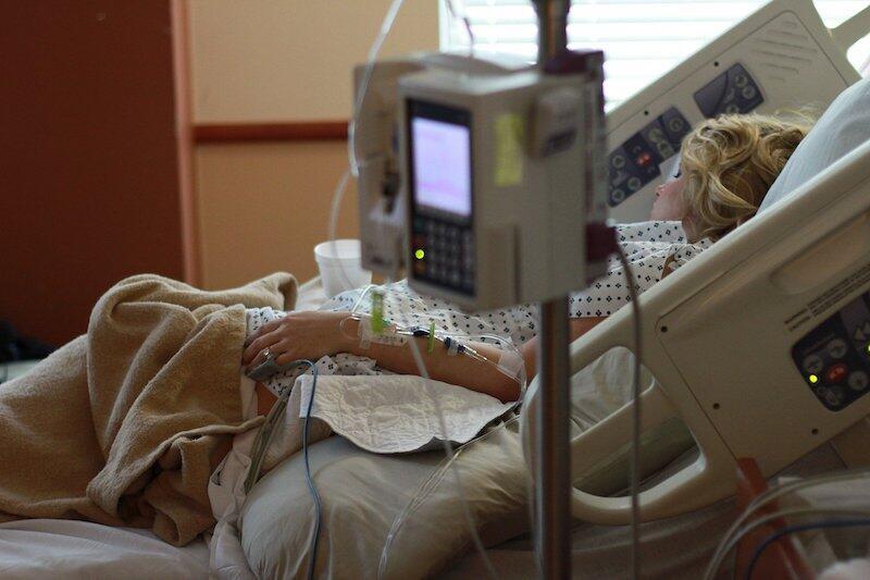 Jak podaje Urząd Wojewódzki połowa łóżek w pomorskich szpitalach dla pacjentów covidowych jest zajęta. Stan na 21 października to 1011 łóżek/493 (zajętych)
