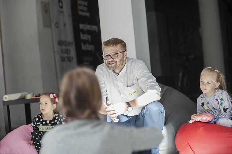 Paweł Paniec w swoim filozoficznym żywiole - warsztaty z dziećmi w Instytucie Kultury Miejskiej w Gdańsku