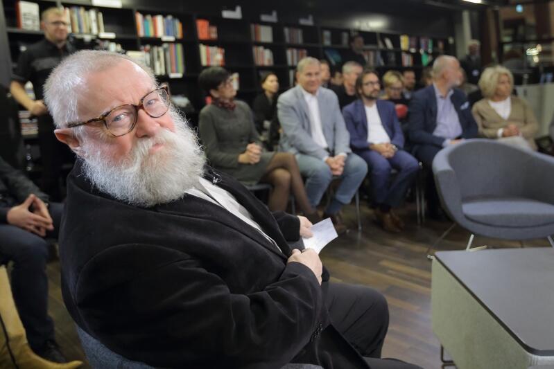 Prof. Jerzy Bralczyk - tego wybitnego językoznawcę zna chyba każdy Polak