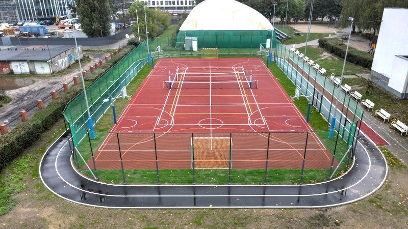 Widok z góry na boisko sportowe