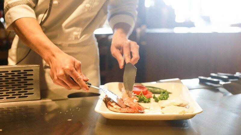 Restauracje, kawiarnie, puby, bary i inne obiekty gastronomiczne od soboty, 24 października, mogą działać wyłącznie na wynos i w dostawie