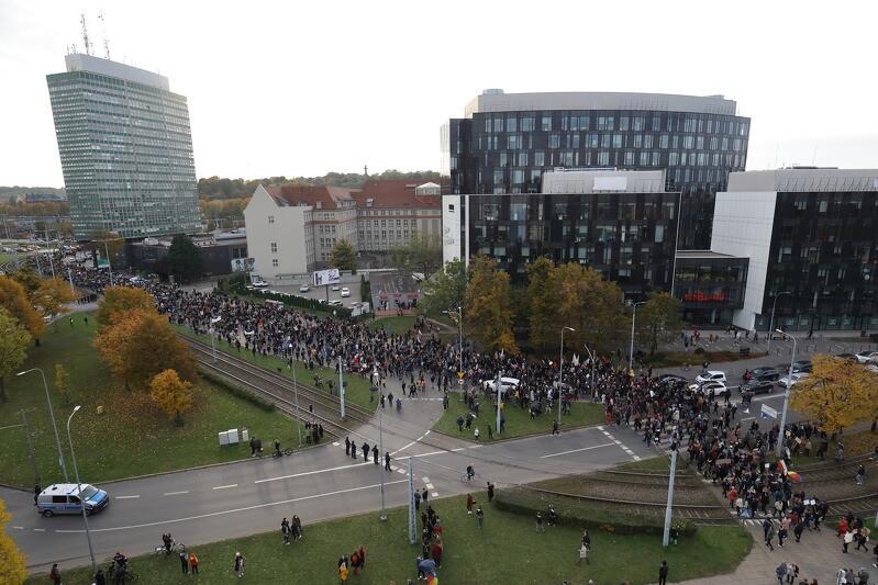 W czasie protestu część demonstrantów przeszła na pl. Solidarności