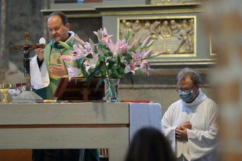 Przedmiotem liturgii transmitowanej online były nakazy i zakazy, ks. Niedałtowski przypomniał, że nie tak przykazanie pojmował Jezus