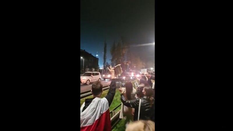 Protestujący z Gdańska mijają się z protestującymi w samochodach jadącymi z Gdyni