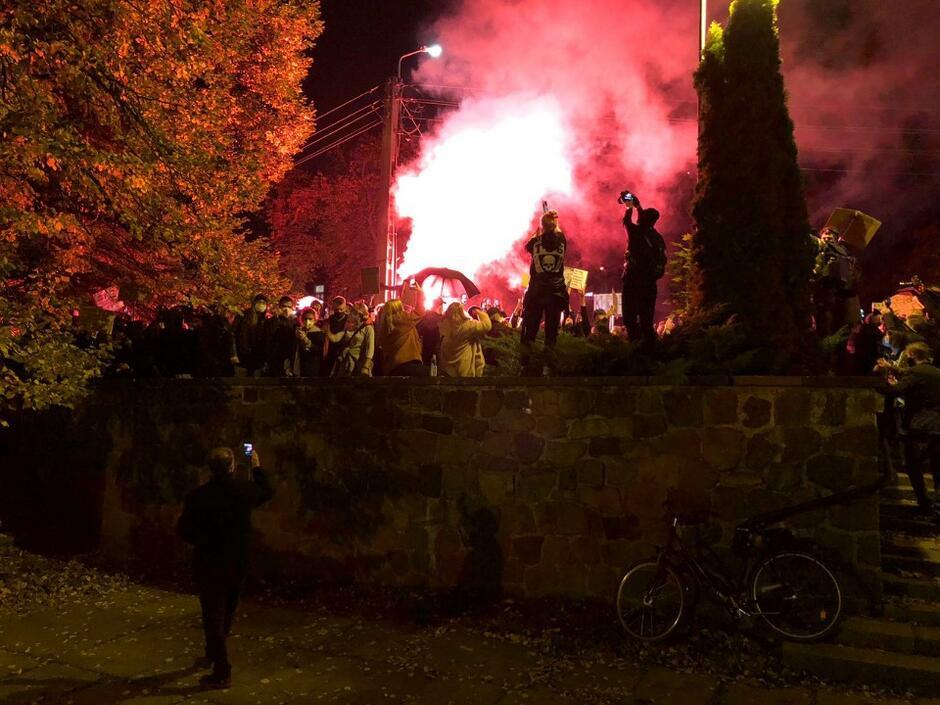 Odpalona raca przed Katedrą Oliwską