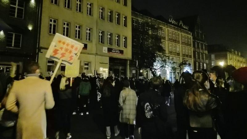 Protestujący zrobili koło: ruszyli spod Targu Drzewnego, przeszli do Wrzeszcza, i ponownie wrócili pod pomnik Jana III Sobieskiego