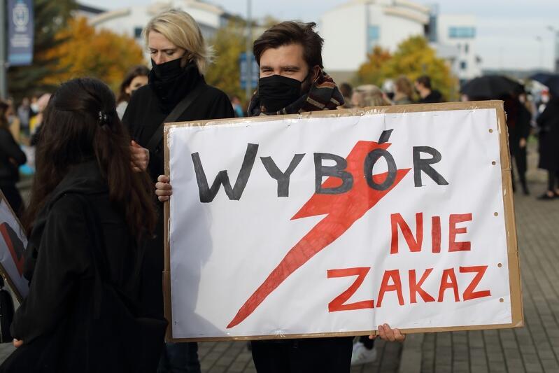 Dzisiaj, o godz. 10 odbył się wiec studentów Uniwersytetu Gdańskiego - pierwsza z licznych środowych manifestacji w Gdańsku