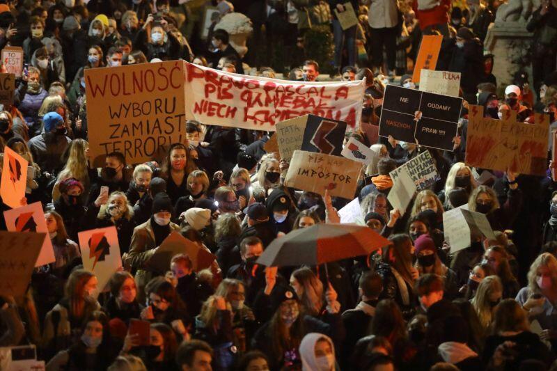Demonstracji towarzyszyła muzyka i taniec