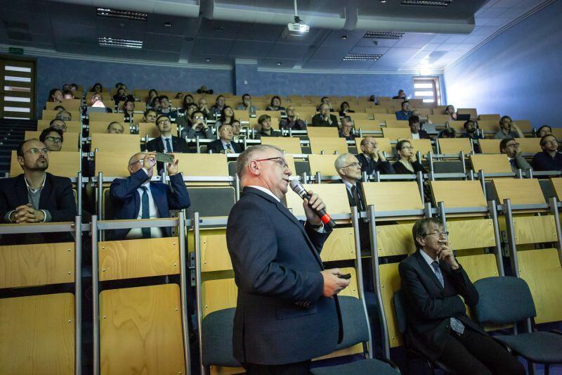 Listopad 2018 r. Prof. Krzysztof Bielawski podczas otwarcia Międzynarodowego Centrum Teorii Technologii Kwantowych (International Centre for Theory of Quantum Technologies, ICTQT) na Uniwersytecie Gdańskim.