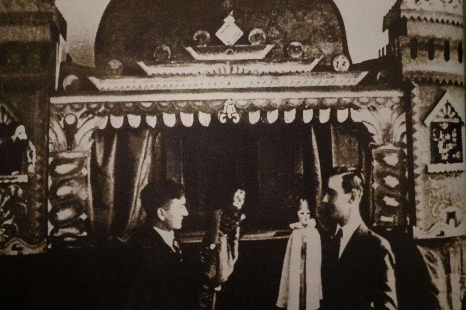 Alojzy Bartz i Brunon Mionskowski przy scence 'Skrzata', styczeń 1936