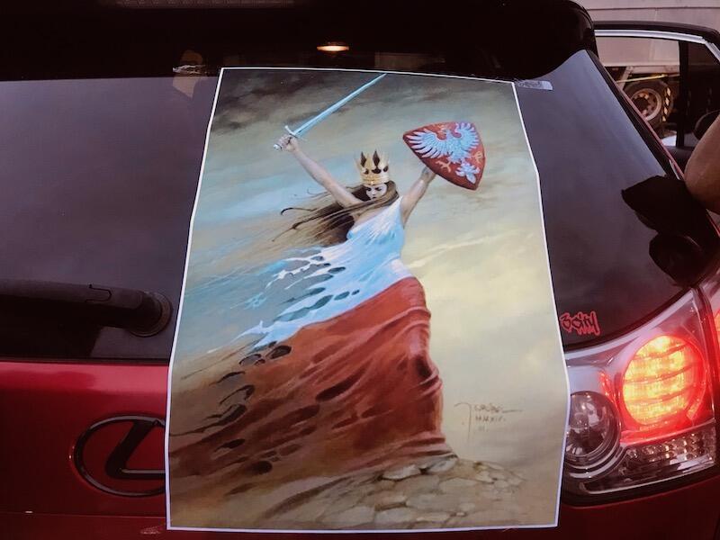 Taki plakat umieszczony został na samochodzie uczestniczek mobilnego protestu, który w piątek 30 października rozpoczął się na parkingu przed Teatrem Wybrzeże