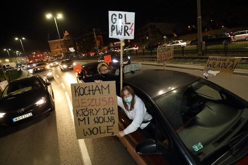 Piątkowy protest samochodowy objął nie tylko Stare i Główne Miasto. Dotarł do Wrzeszcza i wrócił w okolice Dworca Głównego