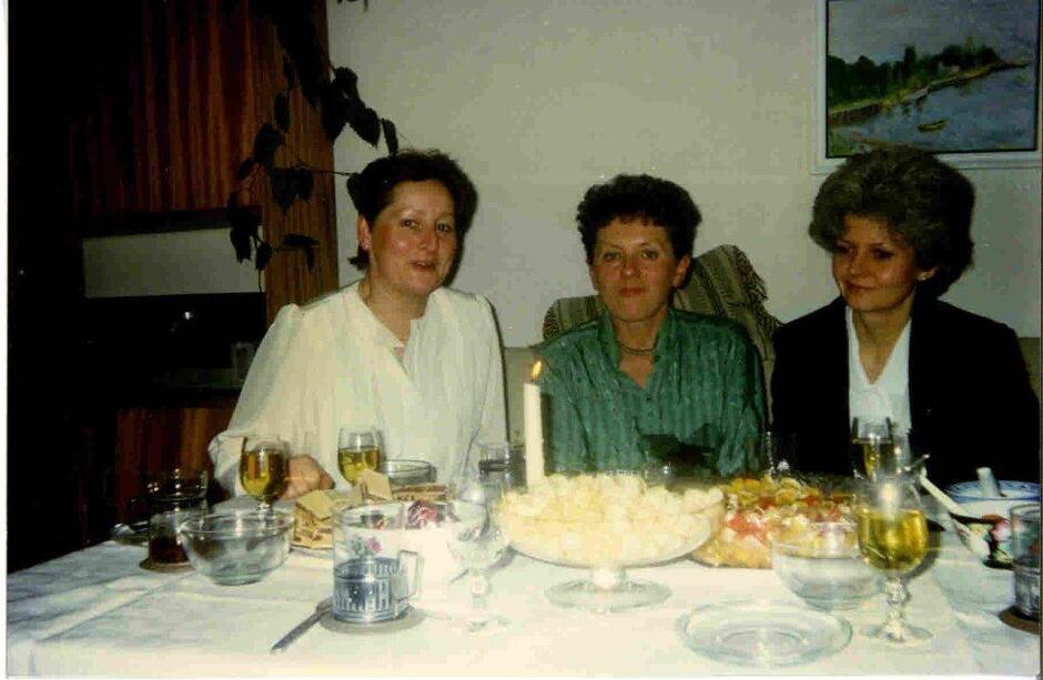 Pracownicy Biura Delegata Rządu ds. reformy samorządu terytorialnego w województwie gdańskim; od lewej: Aleksandra Noga, Krystyna Marosz i Ewa Granatowicz